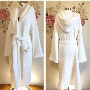 BAREFOOT DREAMS | hooded robe size 2